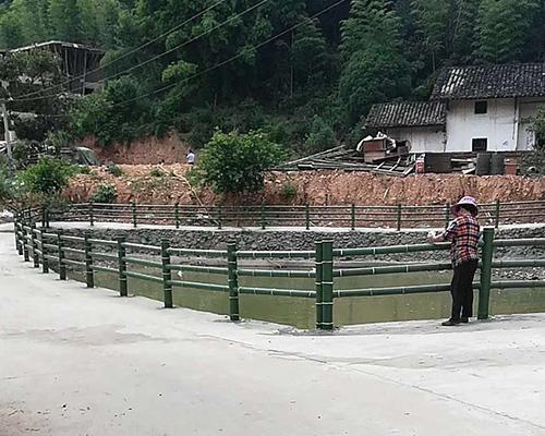 河道水泥仿竹围栏